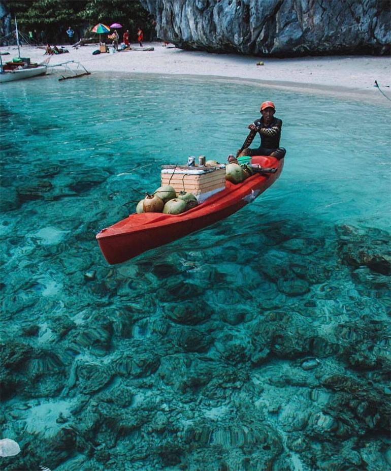 Blue water in El Nido Palawan
