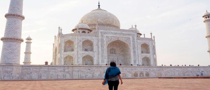 girl in front of taj mahal