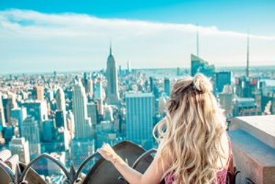 girl looking at new york skyline